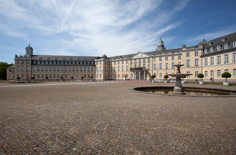 Palacio en Karlsruhe Alemania foto de archivo