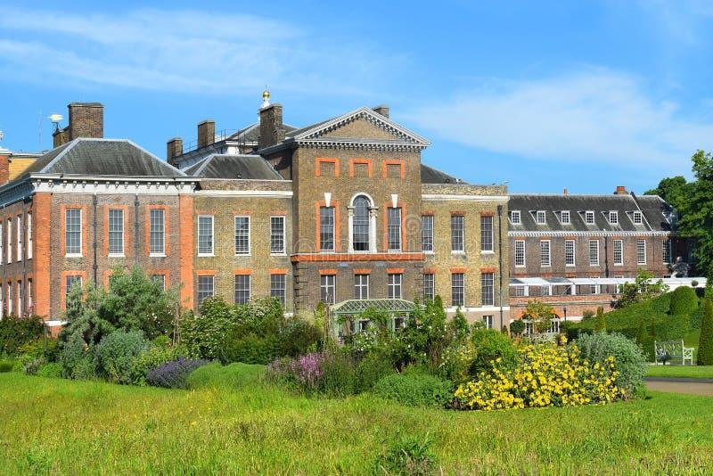 Palacio en los jardines de Kensington, Londres de Kensington imagenes de archivo