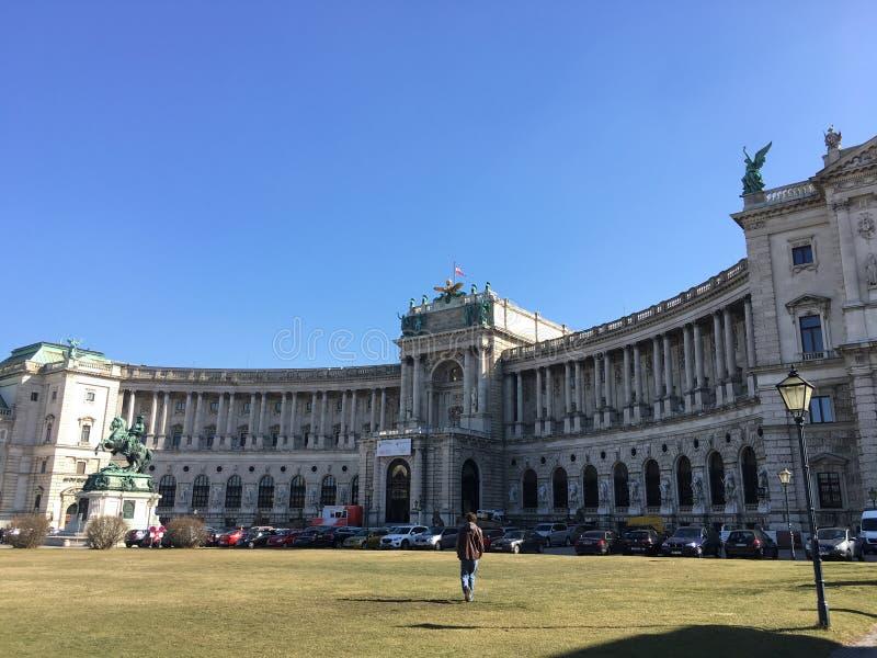 Palacio famoso de Hofburg con Heldenplatz en Viena, Austria imagen de archivo