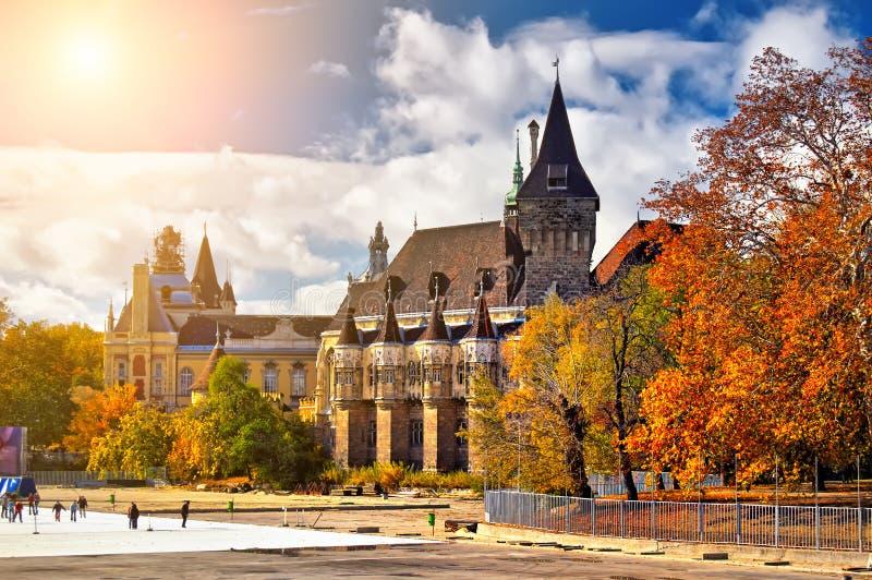 Palacio histórico en Budapest imagen de archivo