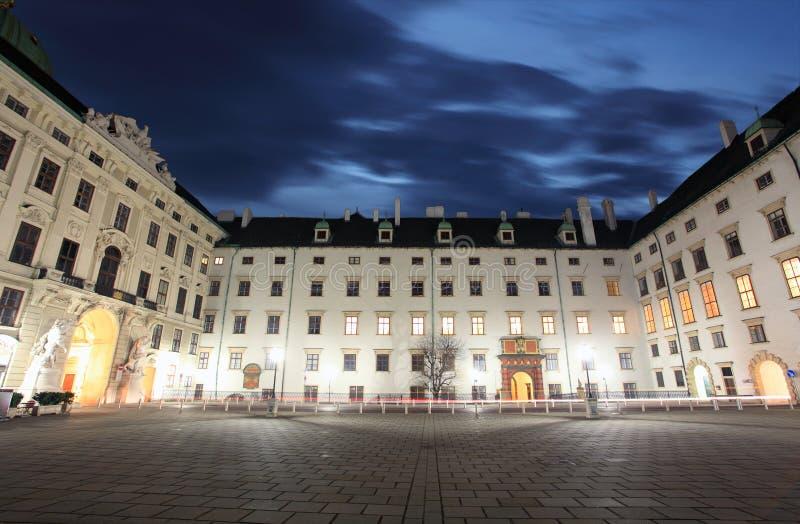 Palacio imperial en la noche - Viena de Hofburg imágenes de archivo libres de regalías