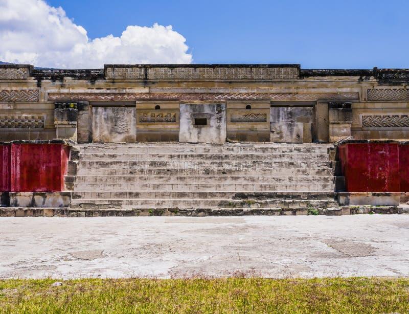 Palacio principal del sitio arqueológico de Mitla, Oaxaca, México imágenes de archivo libres de regalías