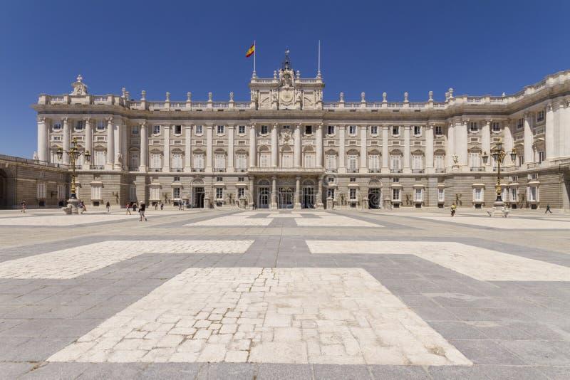 Palacio real en Madrid España imagen de archivo