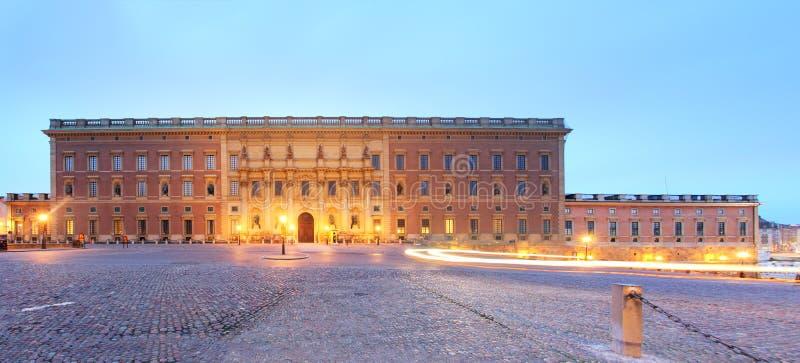 Palacio real sueco en Estocolmo en la noche fotografía de archivo libre de regalías