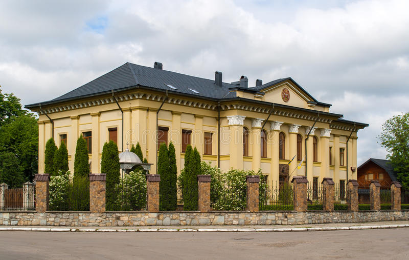 Palacio soviético en Kolomyia, Ucrania imagenes de archivo