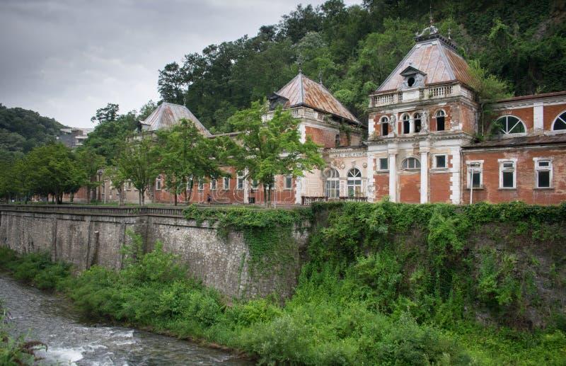 Palacio viejo 1880, ahora en ruinas los reyes y las reinas venían aquí curar diversas enfermedades con la ayuda de imagenes de archivo