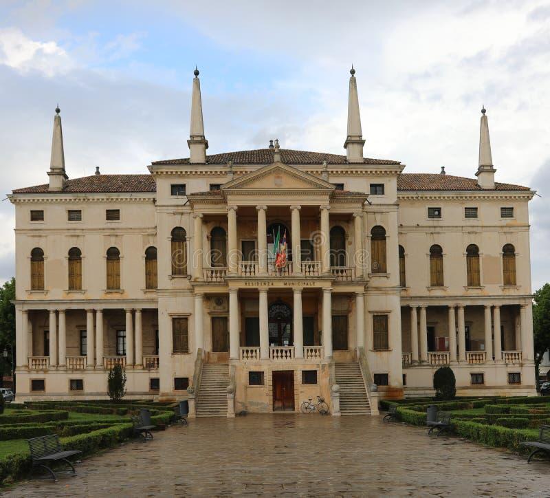 Palacio viejo ayuntamiento de Noventa Vicentina una peque?a ciudad en el AIE fotografía de archivo libre de regalías