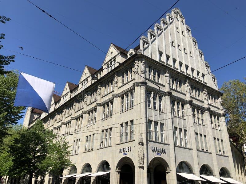 Palacio viejo del negocio en el centro de ciudad de Zurich imágenes de archivo libres de regalías