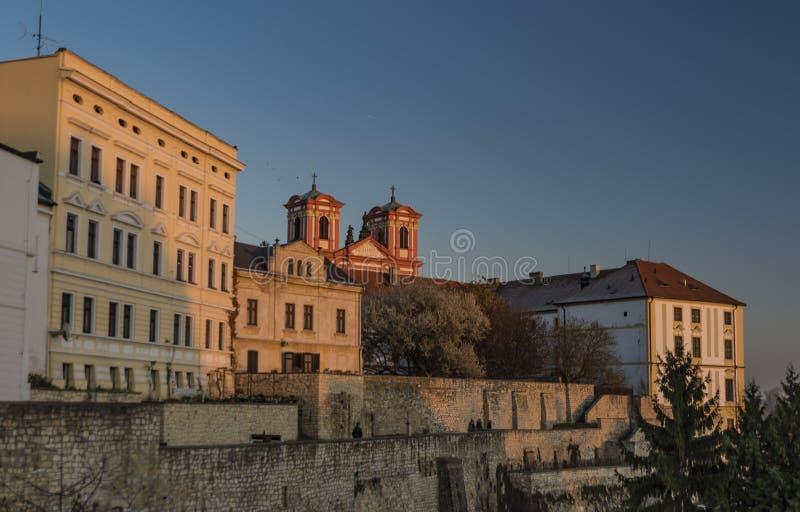 Palacios de la ciudad de Litomerice en tiempo de la puesta del sol fotos de archivo libres de regalías