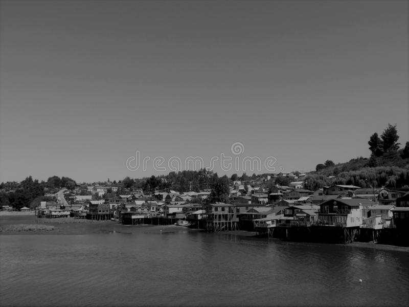 Palafitos av Chiloé i svartvitt arkivbilder