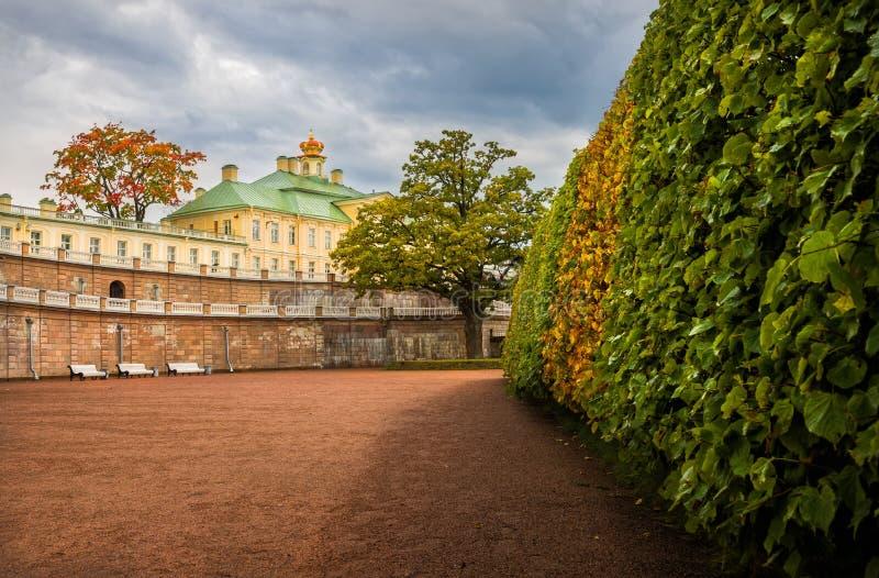 Palais avec la couronne photographie stock
