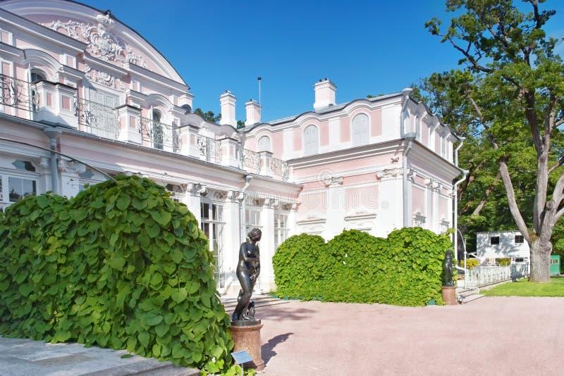 Palais chinois en parc d'Oranienbaum (Lomonosov). St Petersbourg. photographie stock