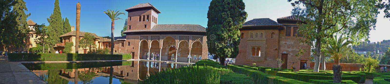 Palais d'Alhambra - Partal fait du jardinage panorama ; l'Espagne image libre de droits