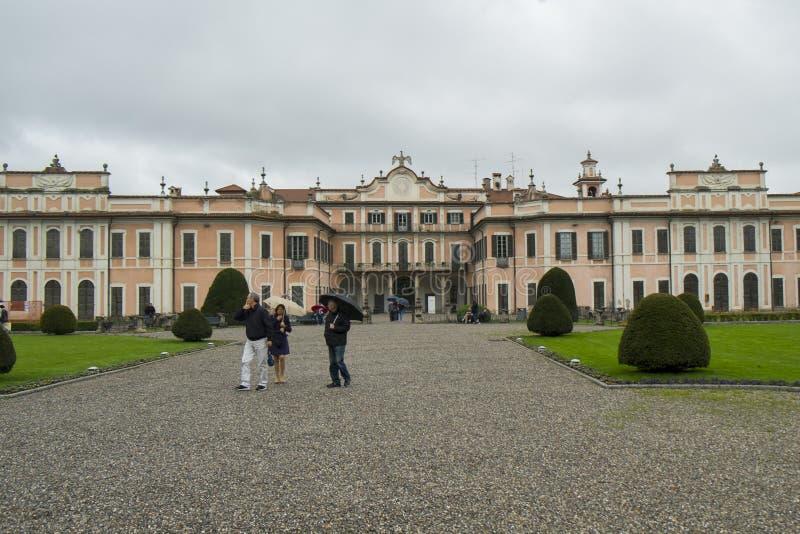"""Palais d'Estense, ou Palazzo Estense, la résidence de Franchesco III d """"Este, et beau parc vert i photo libre de droits"""