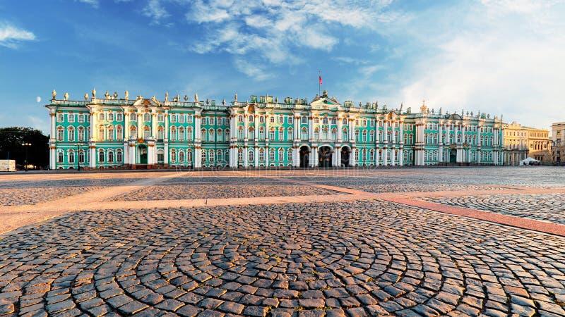 Palais d'hiver - ermitage dans le St Petersbourg, Russie photo libre de droits