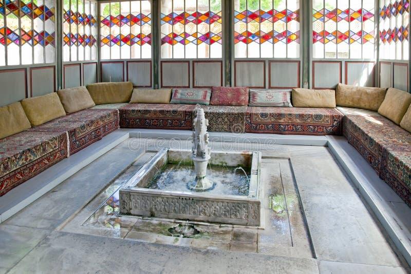 Palais de Bakhchisaray, hall des réunions. Divan photo libre de droits