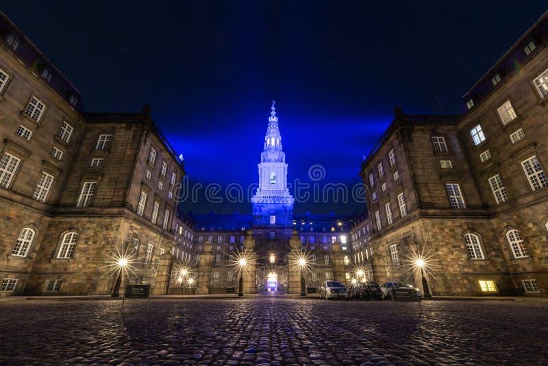 Palais de Christiansborg à Copenhague pendant le festival léger 2019 image stock