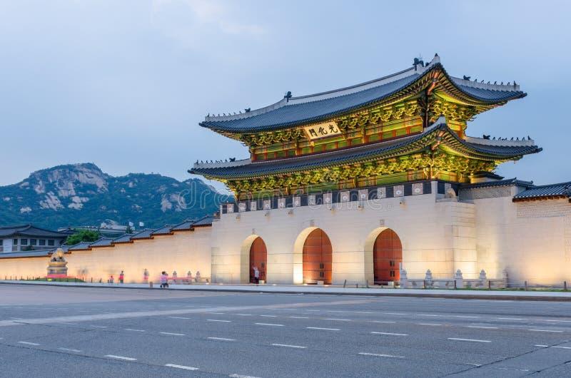 Palais de Gyeongbokgung la nuit à Séoul, Corée du Sud image stock