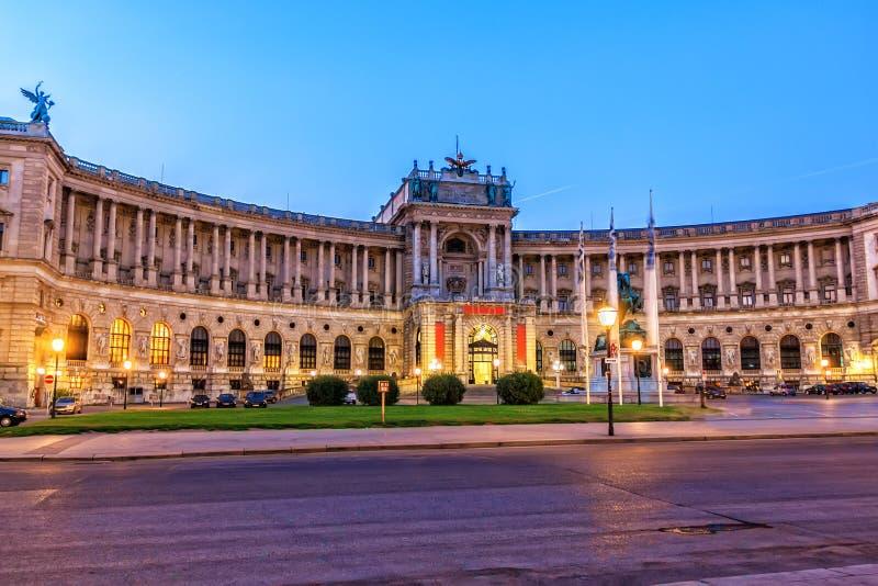 Palais de Hofburg, égalisant la vue dans les lumières, Vienne, Autriche photo stock