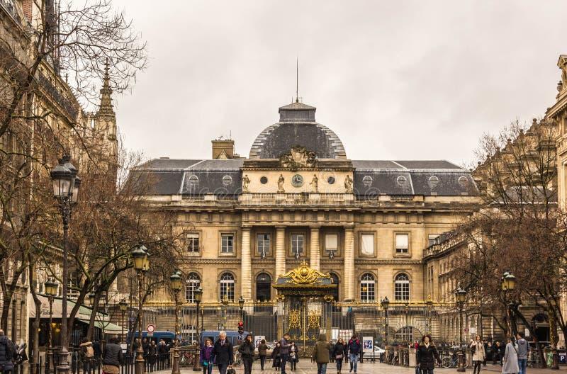 Palais de Justice (palacio de la justicia) en París fotografía de archivo