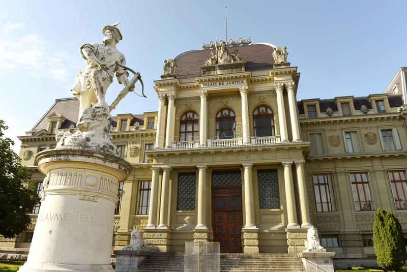 Palais de justice, tribunal d'arrondissement de Lausanne et sculpture de W photo stock