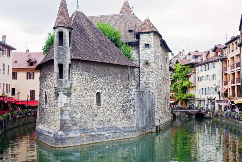 Palais de l'isle, praça da cidade bonita Annecy é conhecido para ser c imagem de stock