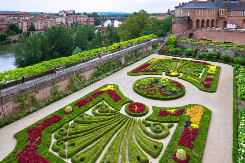 Palais de la Berbie Trädgård på Albi, Tarn, Frankrike royaltyfria foton