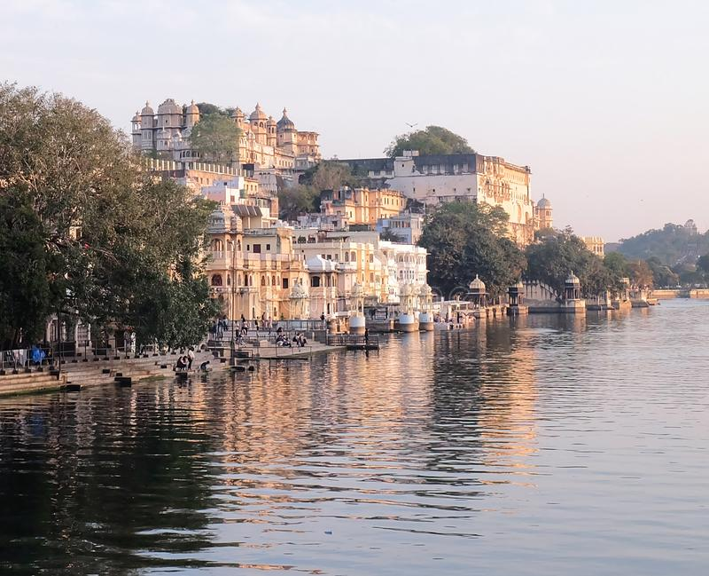 Palais de la ville d'Udaipur de lac Pichola images libres de droits