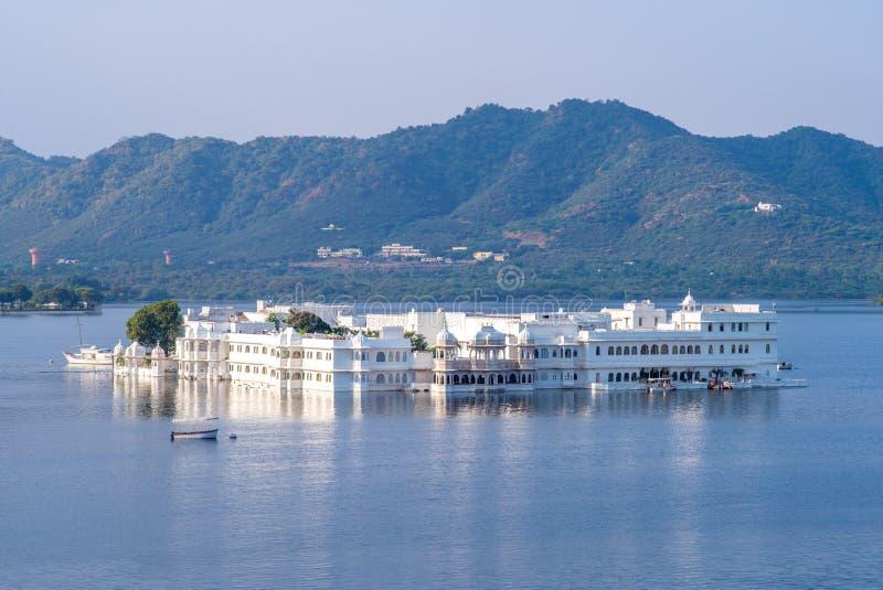 Palais de lac dans la ville blanche, udaipur, Ràjasthàn images libres de droits