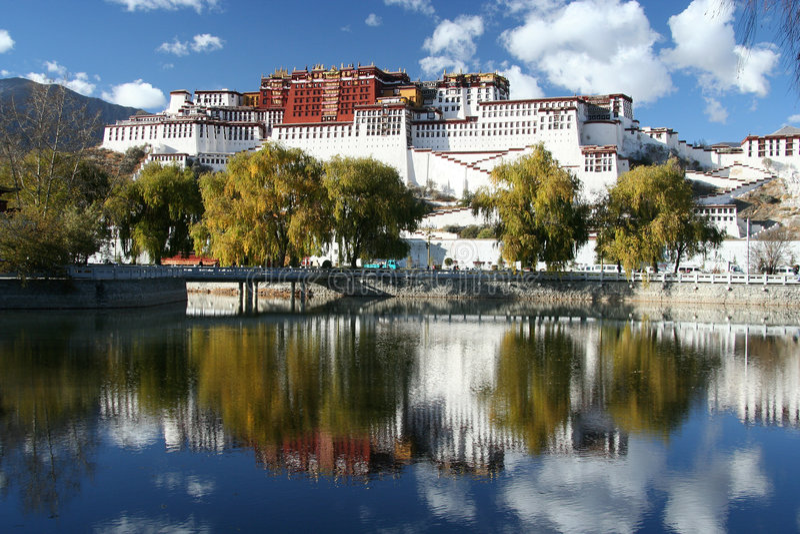 Palais de Potala au Thibet images stock