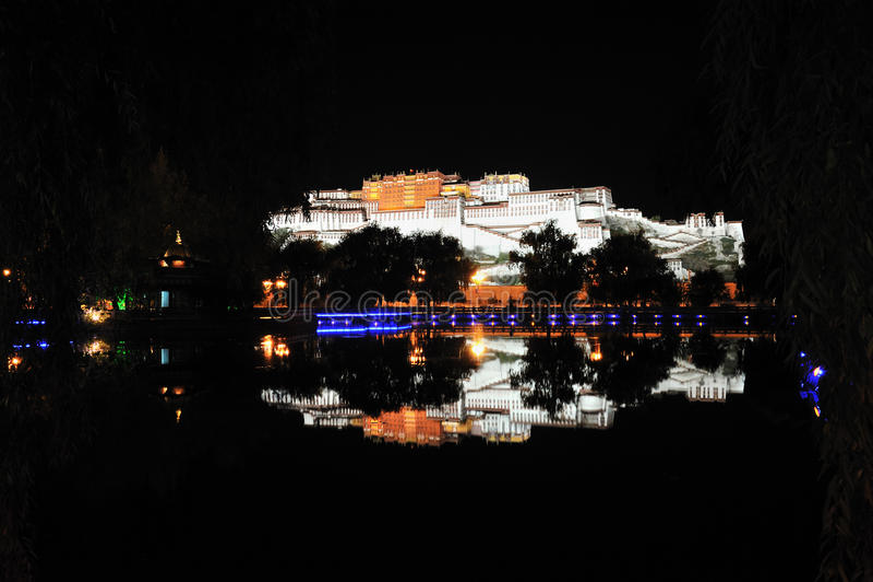 Palais De Potala La Nuit Photos libres de droits
