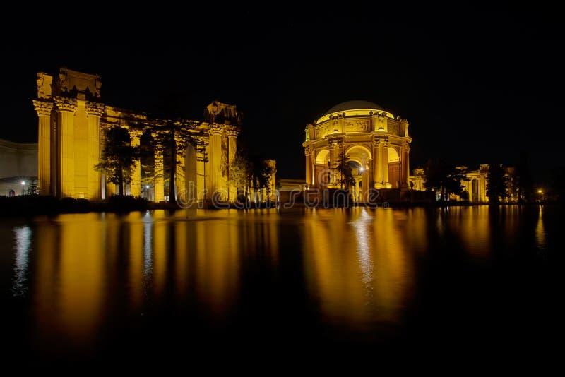 Palais de San Francisco des beaux-arts la nuit photos stock