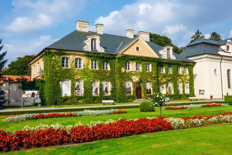 Palais de Zamoyski dans Kozlowka C'est un grand complexe rococo et néoclassique de palais localisé dedans image libre de droits