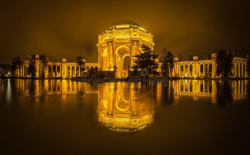 Palais des beaux-arts et du ciel d'or photos libres de droits