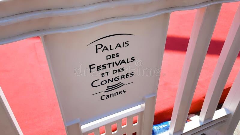 Palais des Festivals et des Cingress Cannes uitdrukking op uithangbord, Frankrijk wordt geschreven dat stock afbeelding