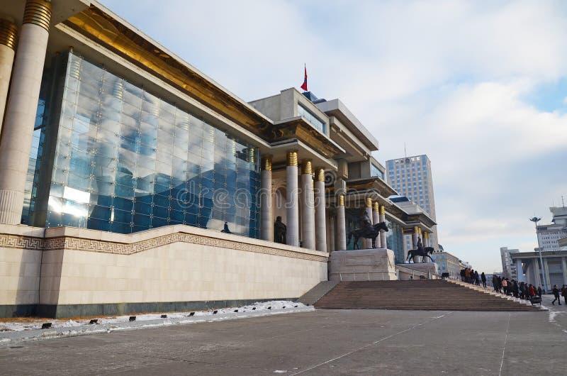 Palais du gouvernement de la Mongolie sur la place de Sukhbaatar dans Ulaanbaatar photographie stock