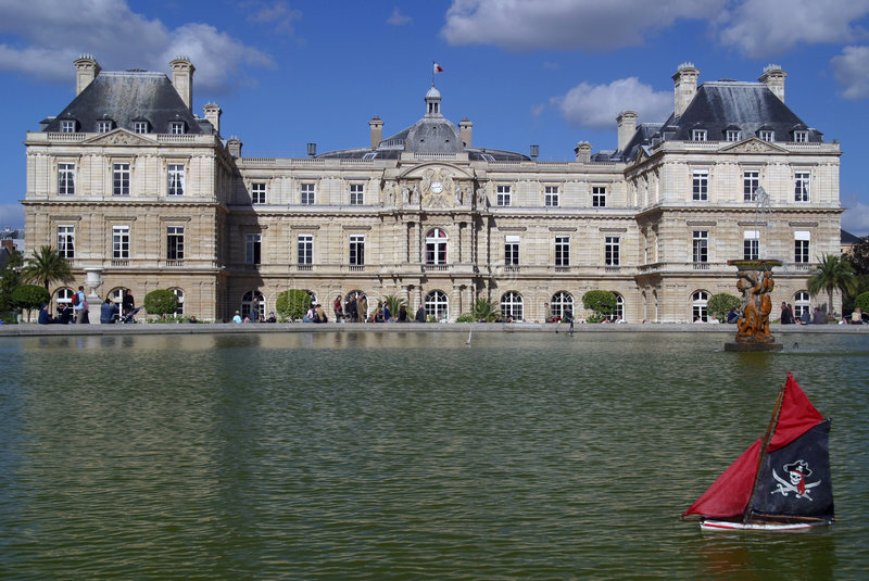 Download Palais Du Luxembourg Pond Royalty Free Stock Image - Image: 2310896