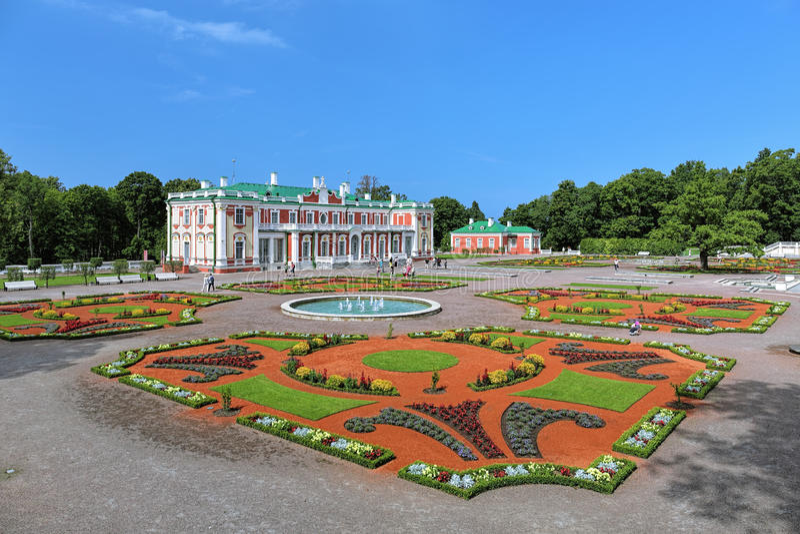 Palais et jardin d'agrément de Kadriorg à Tallinn, Estonie photographie stock