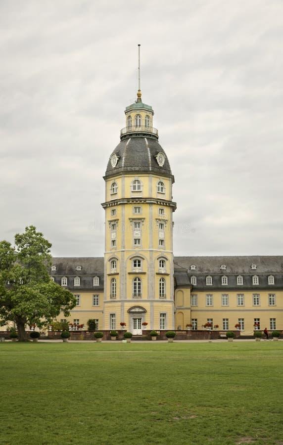 Palais et parc de Karlsruhe l'allemagne photo libre de droits