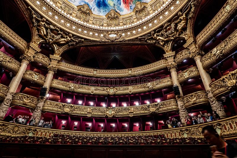 Palais Garnier - Paryska opera - audytorium wewnętrzna dekoracja obrazy royalty free