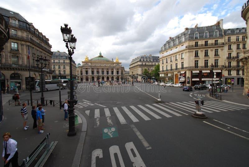 Palais Garnier, samochód, pas ruchu, droga, obszar miejski obrazy stock