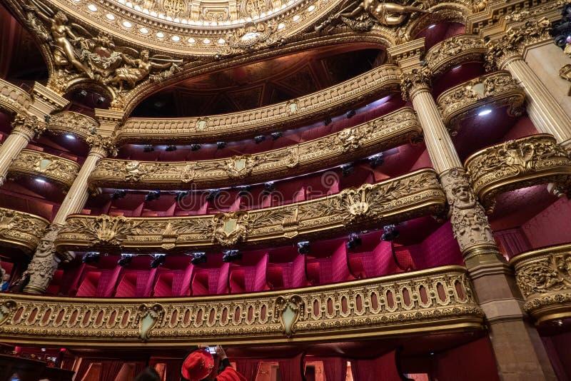 Palais Garnier - teatro de la ópera de París - detalle del balcón de la decoración interior del auditorio imágenes de archivo libres de regalías