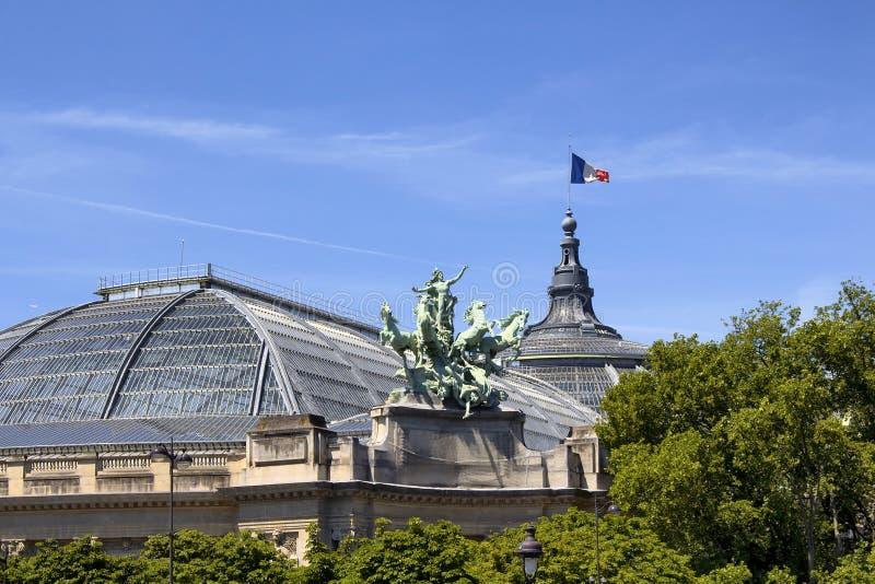 Palais grand à Paris photographie stock libre de droits