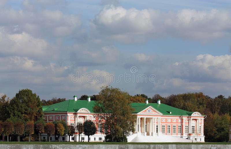 Palais grand dans le patrimoine de Kuskovo image stock