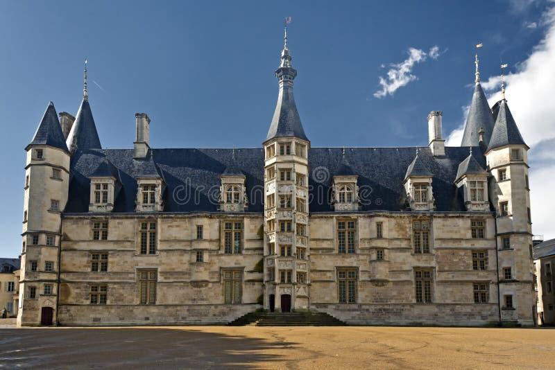 Palais Hertogelijk van Nevers, Frankrijk stock foto's