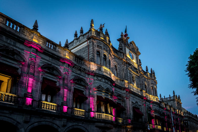 Palais municipal la nuit - Puebla, Mexique photos stock