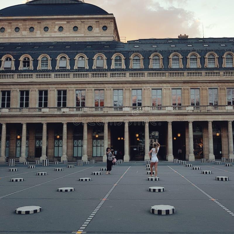 Palais Royal, ориентир colum в 1-ом районе в Париже стоковые фотографии rf