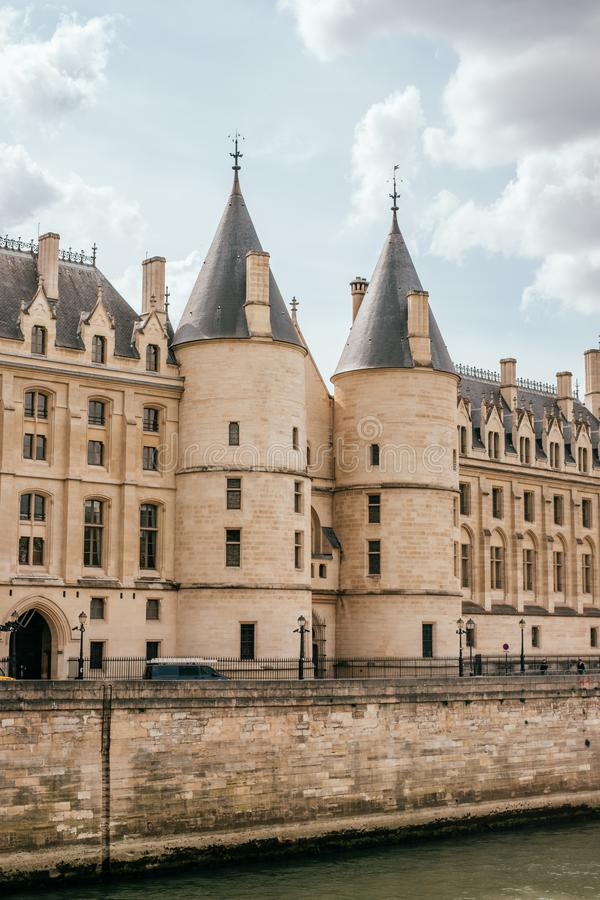 Palais royal médiéval de Conciergerie images libres de droits