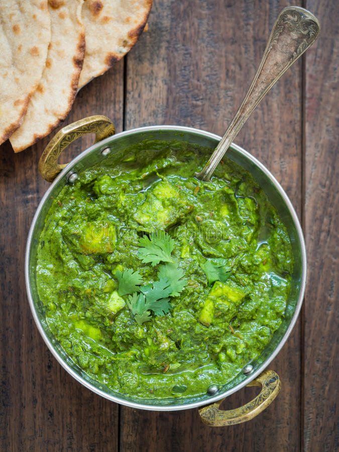 Palak paneer (indisk kokkonst) royaltyfri foto