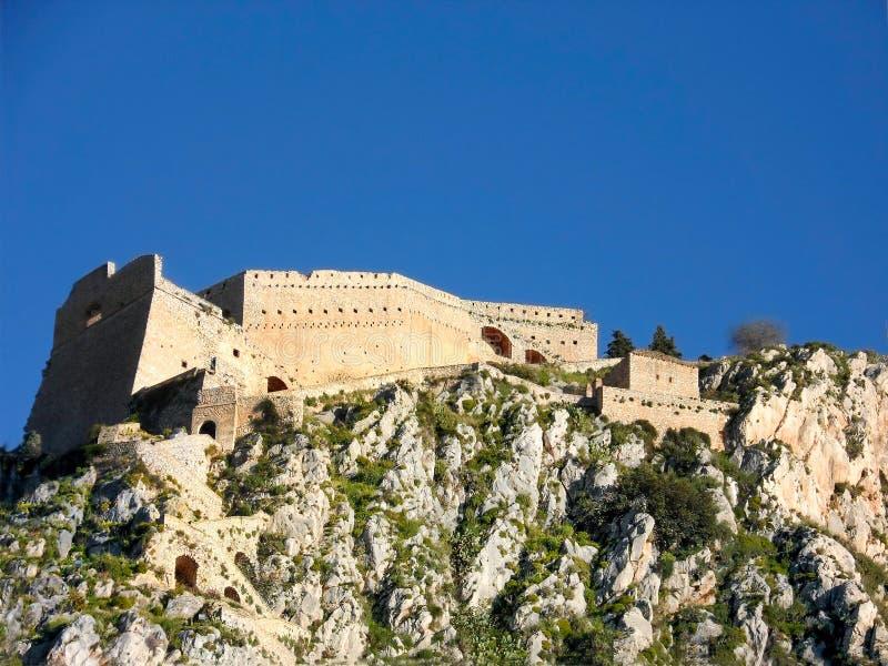Palamidi, com seu castelo imponente que negligencia Nafplio, é uma referência fotografia de stock royalty free